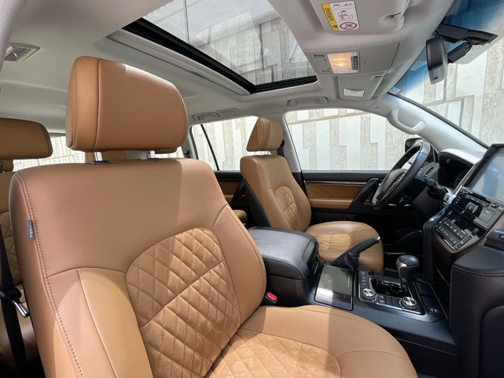 Toyota Land Cruiser-RIGHT SIDE FRONT DOOR CABIN VIEW