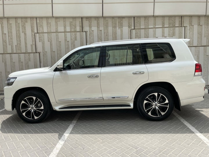 Toyota Land Cruiser-LEFT SIDE VIEW