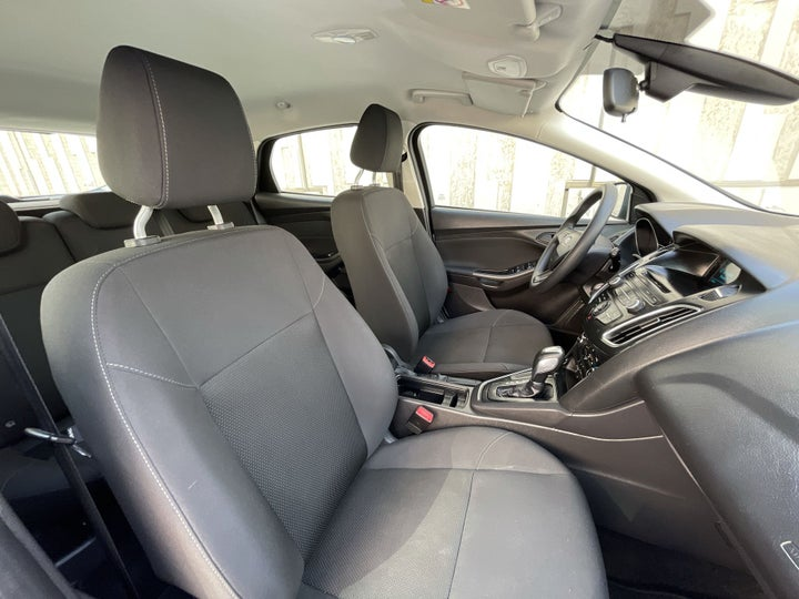 Ford Focus-RIGHT SIDE FRONT DOOR CABIN VIEW