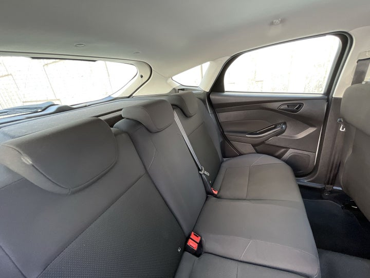 Ford Focus-RIGHT SIDE REAR DOOR CABIN VIEW