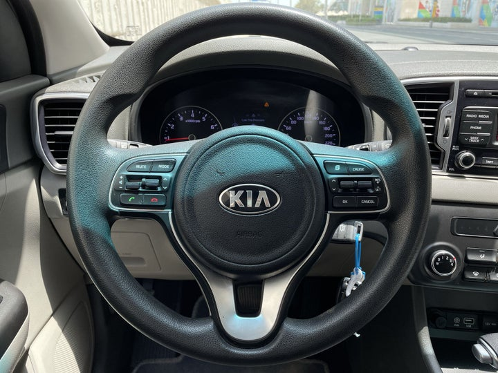 Kia Sportage-STEERING WHEEL CLOSE-UP