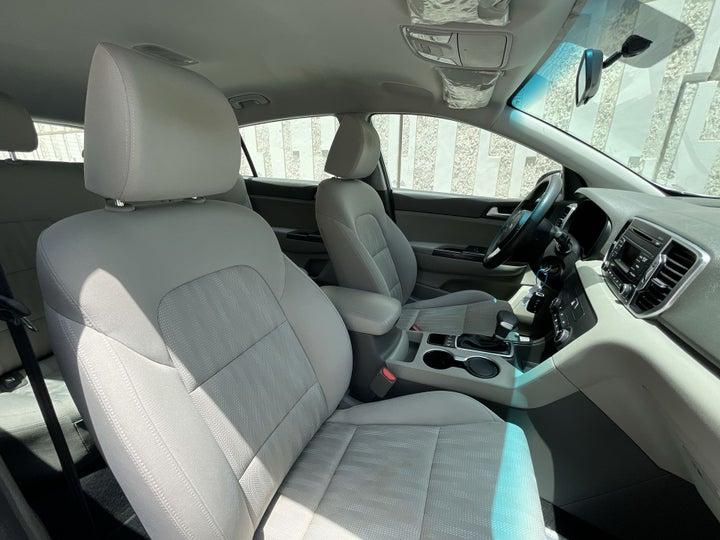Kia Sportage-RIGHT SIDE FRONT DOOR CABIN VIEW