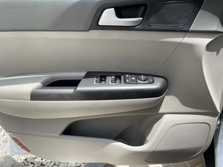 Kia Sportage-DRIVER SIDE DOOR PANEL CONTROLS