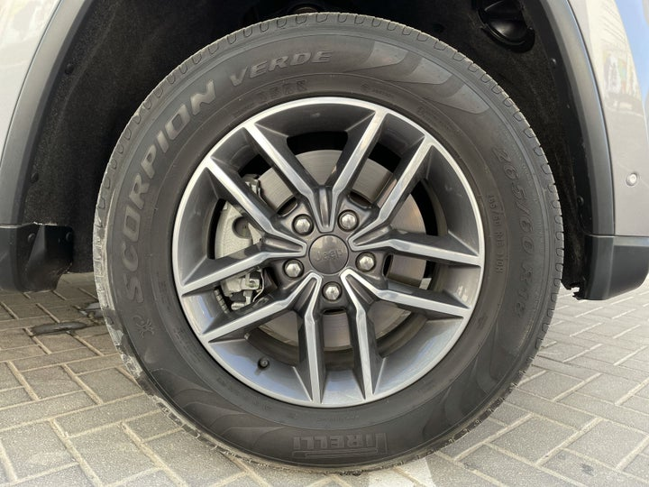 Jeep Grand Cherokee-RIGHT FRONT WHEEL