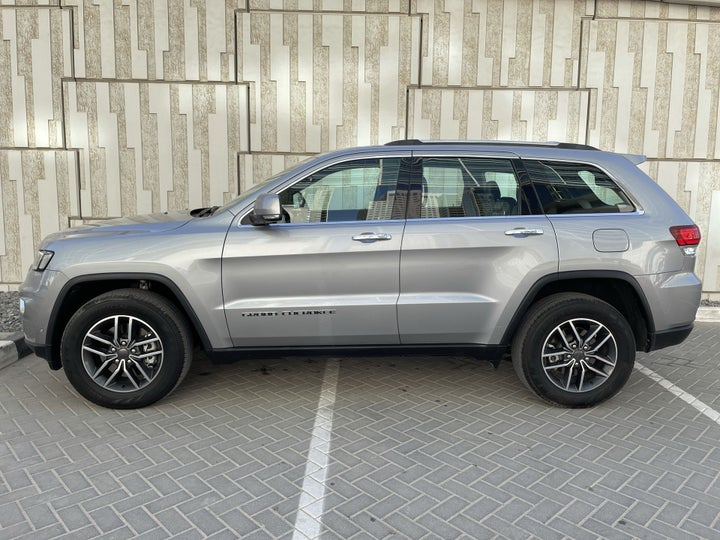 Jeep Grand Cherokee-LEFT SIDE VIEW