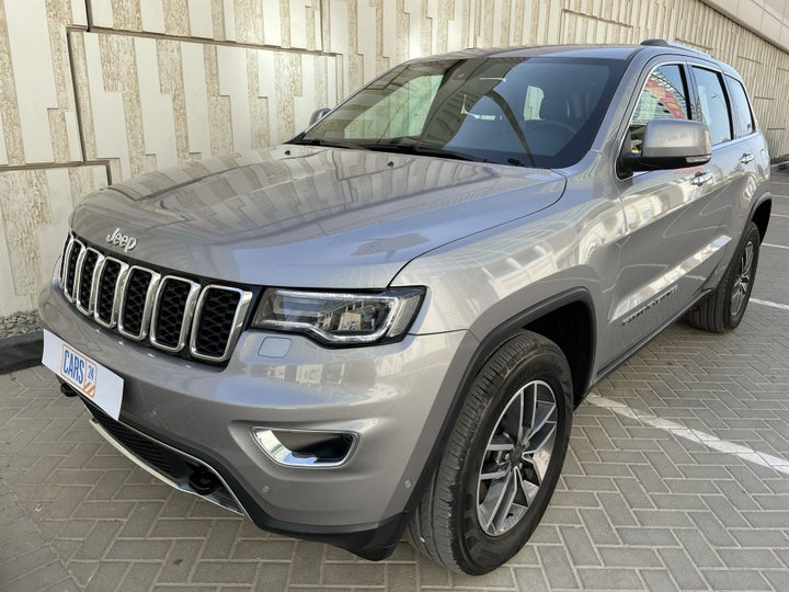 Jeep Grand Cherokee-LEFT FRONT DIAGONAL (45-DEGREE) VIEW