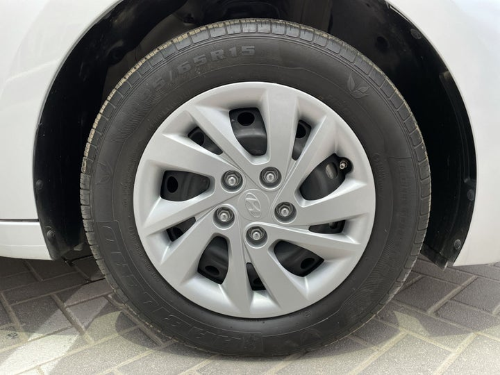 Hyundai Elantra-RIGHT FRONT WHEEL