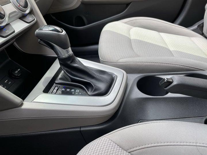 Hyundai Elantra-GEAR LEVER