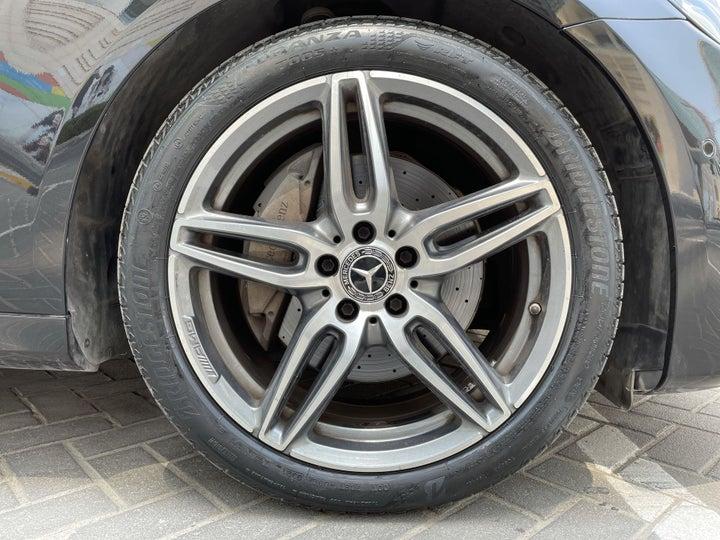 Mercedes Benz E-Class-RIGHT FRONT WHEEL