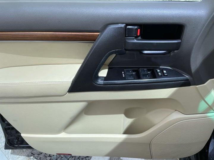 Toyota Landcruiser-DRIVER SIDE DOOR PANEL CONTROLS