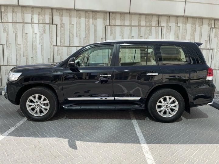 Toyota Landcruiser-LEFT SIDE VIEW