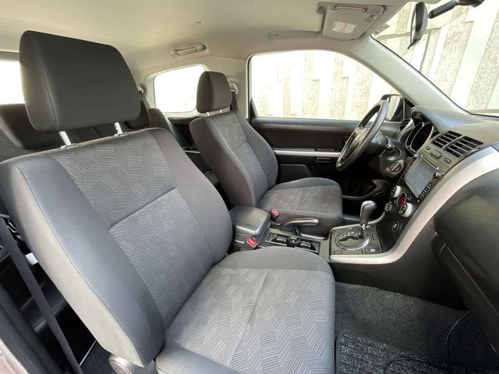 Suzuki Grand Vitara-RIGHT SIDE FRONT DOOR CABIN VIEW
