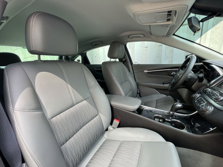 Chevrolet Impala-RIGHT SIDE FRONT DOOR CABIN VIEW