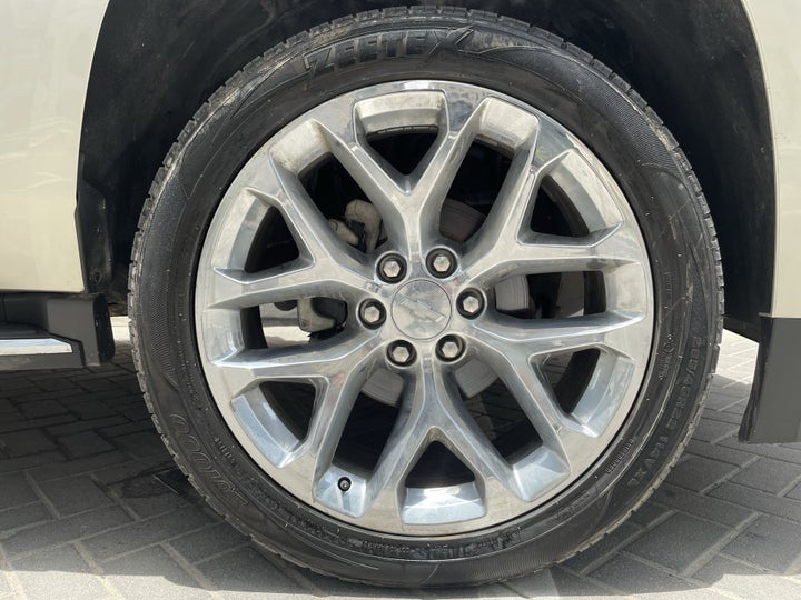 Chevrolet Tahoe-RIGHT FRONT WHEEL