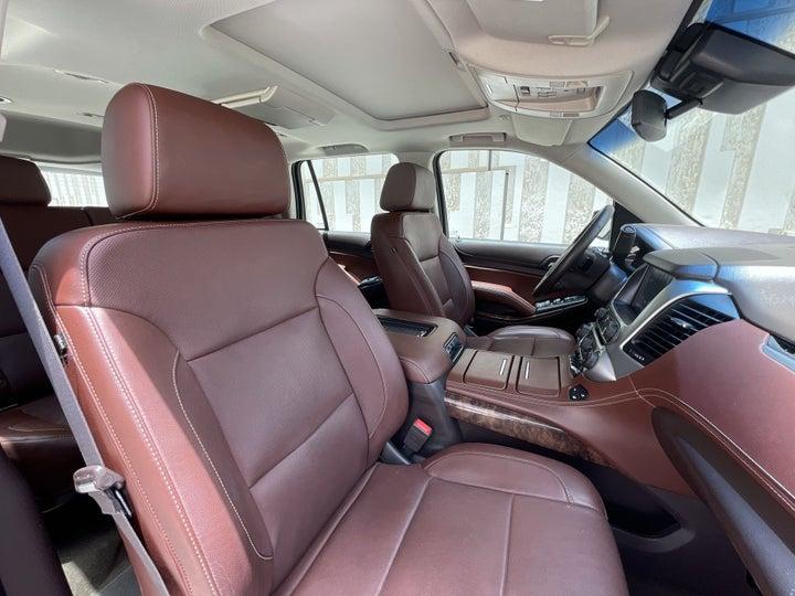 Chevrolet Tahoe-RIGHT SIDE FRONT DOOR CABIN VIEW