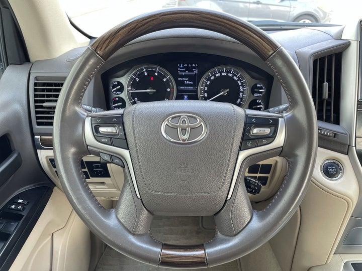 Toyota Landcruiser-STEERING WHEEL CLOSE-UP