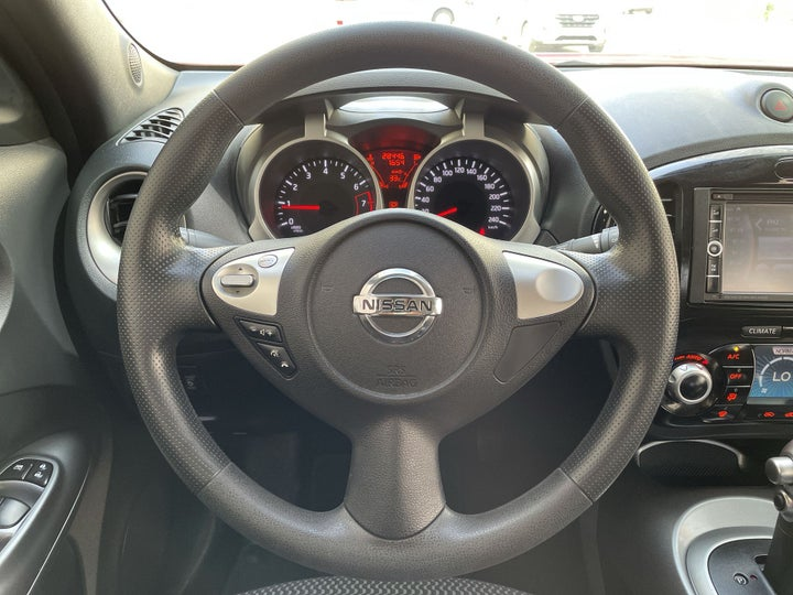 Nissan Juke-STEERING WHEEL CLOSE-UP