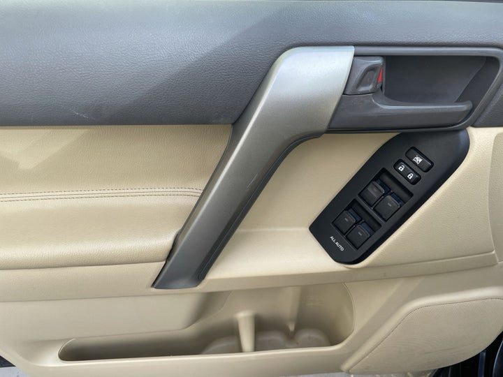 Toyota Prado-DRIVER SIDE DOOR PANEL CONTROLS