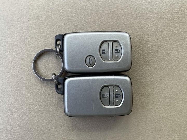 Toyota Prado-KEY CLOSE-UP