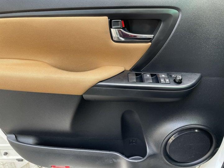 Toyota Fortuner-DRIVER SIDE DOOR PANEL CONTROLS