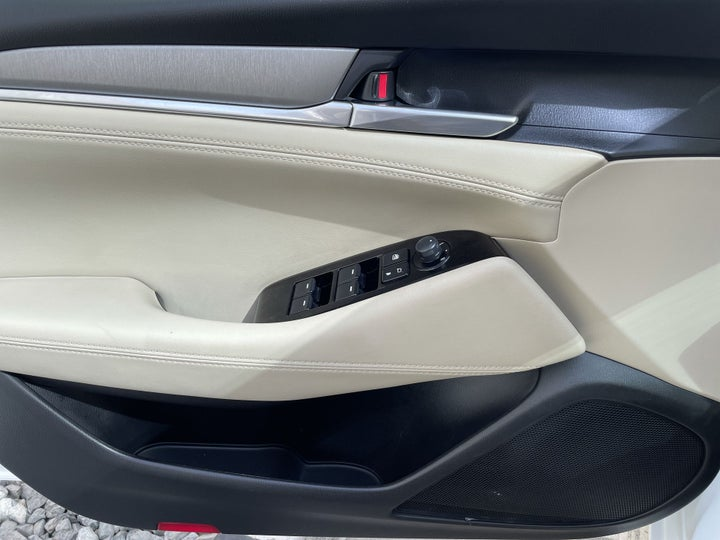 Mazda 6-DRIVER SIDE DOOR PANEL CONTROLS