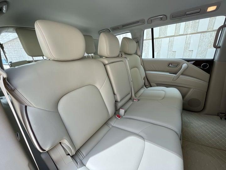Nissan Patrol-RIGHT SIDE REAR DOOR CABIN VIEW