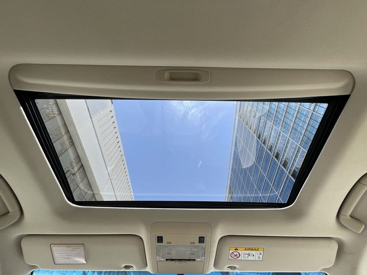 Toyota Landcruiser-INTERIOR SUNROOF / MOONROOF