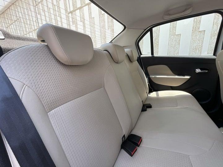 Renault Symbol-RIGHT SIDE REAR DOOR CABIN VIEW