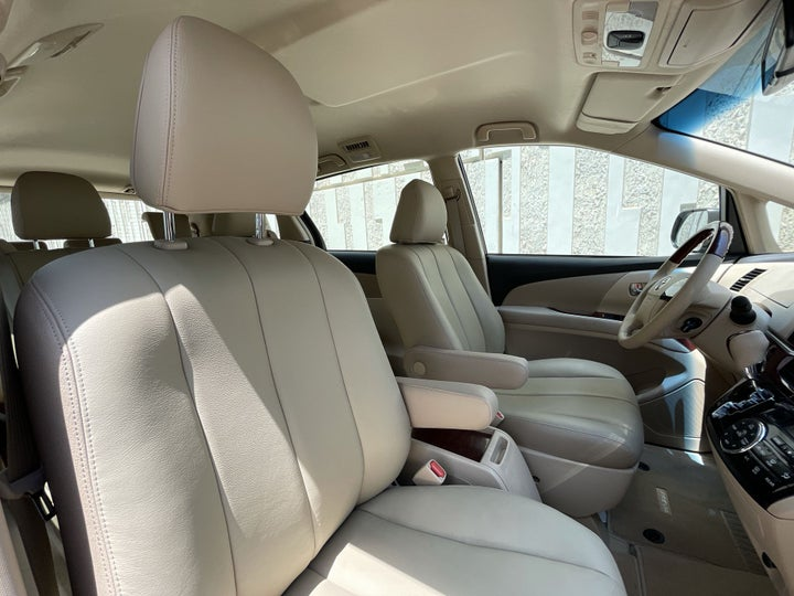 Toyota Previa-RIGHT SIDE FRONT DOOR CABIN VIEW