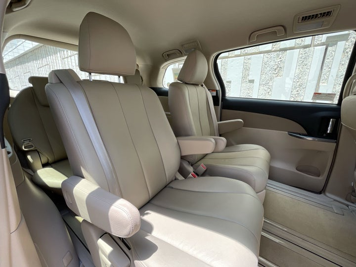 Toyota Previa-RIGHT SIDE REAR DOOR CABIN VIEW