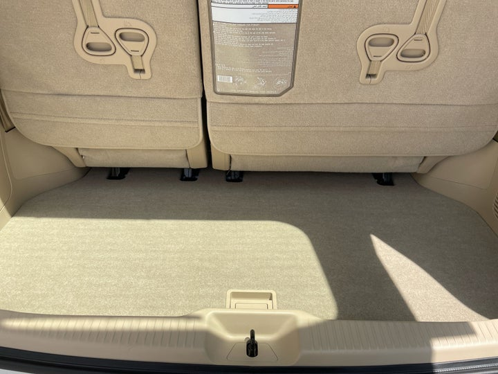 Toyota Previa-BOOT INSIDE VIEW