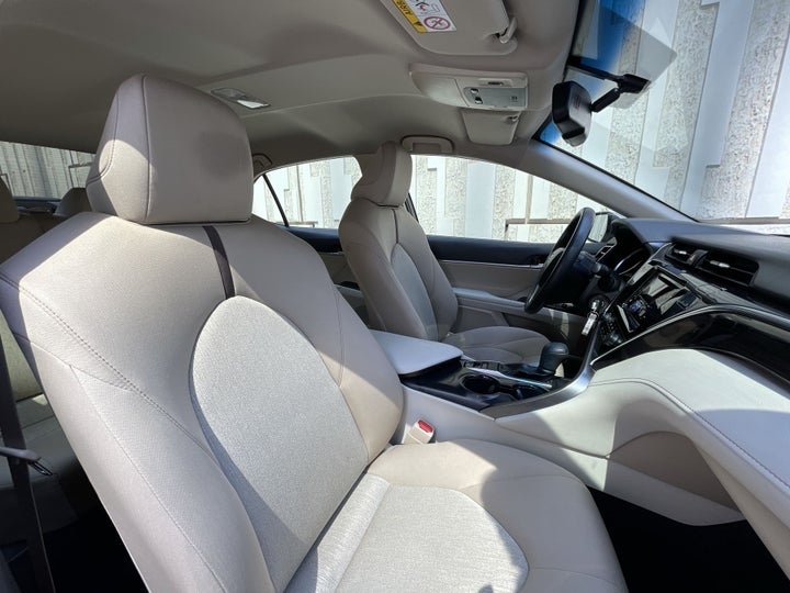 Toyota Camry-RIGHT SIDE FRONT DOOR CABIN VIEW