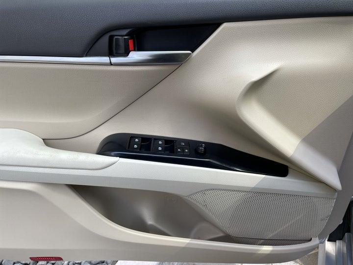 Toyota Camry-DRIVER SIDE DOOR PANEL CONTROLS
