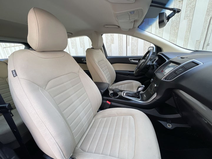 Ford Edge-RIGHT SIDE FRONT DOOR CABIN VIEW