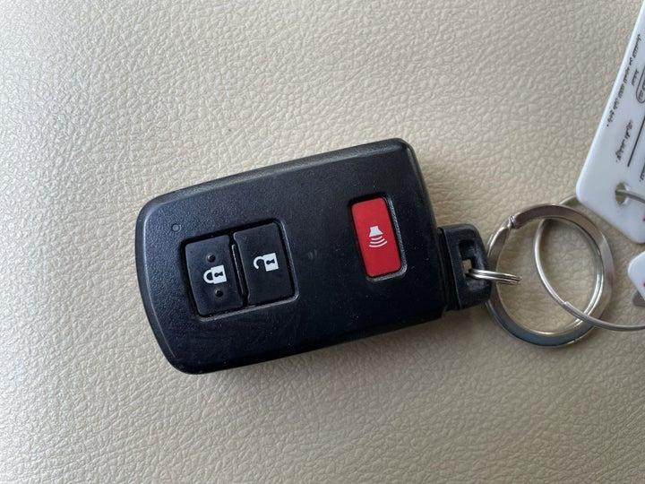 Toyota Landcruiser-KEY CLOSE-UP