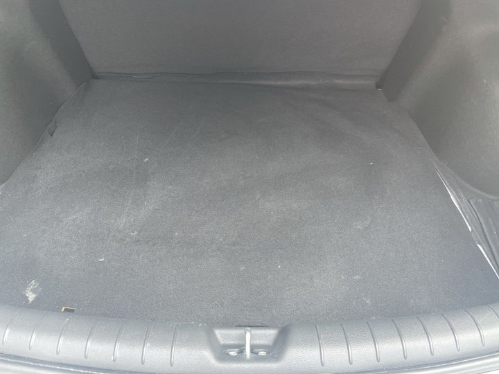 Hyundai Accent-BOOT INSIDE VIEW