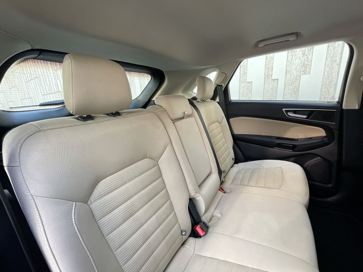Ford Edge-RIGHT SIDE REAR DOOR CABIN VIEW