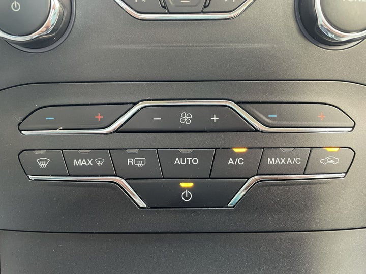 Ford Edge-AUTOMATIC CLIMATE CONTROL