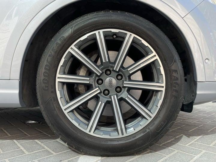 Audi Q7-RIGHT FRONT WHEEL