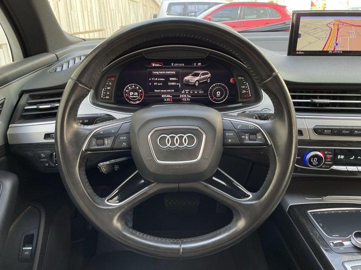 Audi Q7-STEERING WHEEL CLOSE-UP