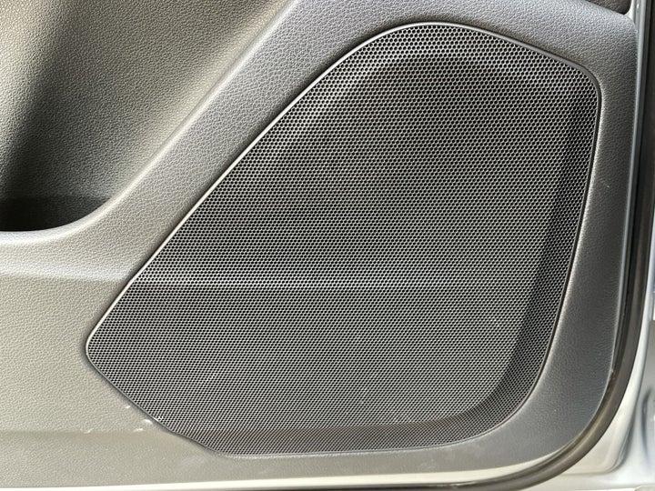 Audi Q7-SPEAKERS
