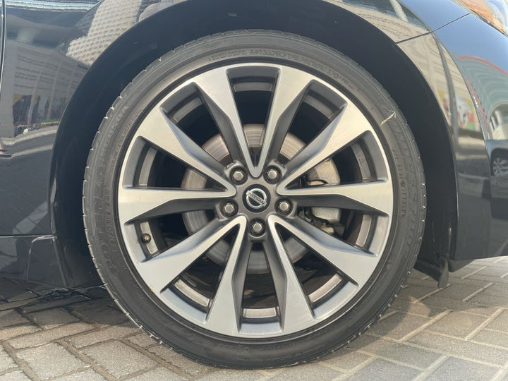 Nissan Maxima-RIGHT FRONT WHEEL