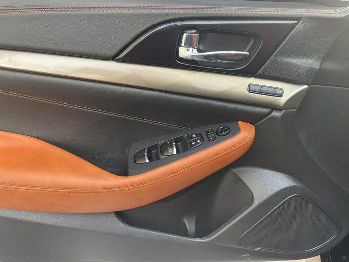Nissan Maxima-DRIVER SIDE DOOR PANEL CONTROLS