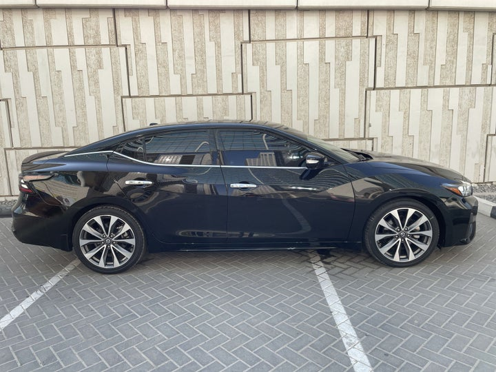 Nissan Maxima-RIGHT SIDE VIEW