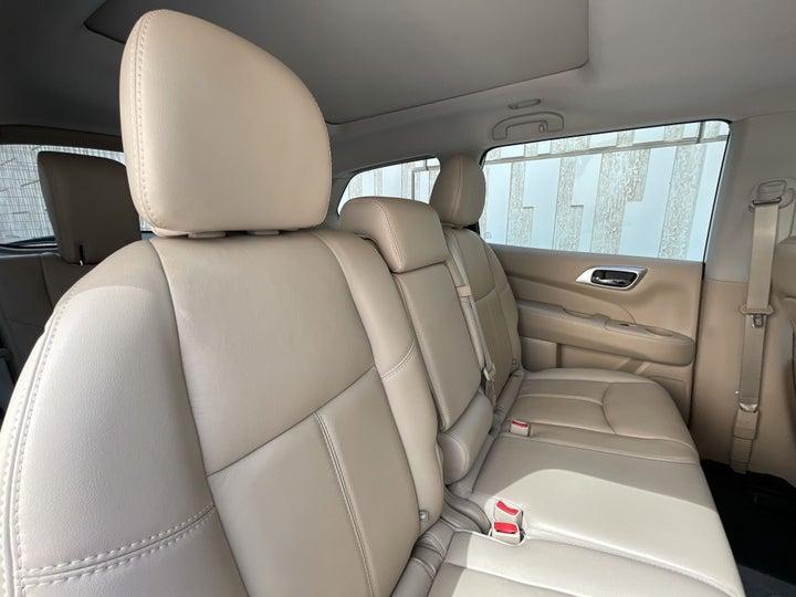 Nissan Pathfinder-RIGHT SIDE REAR DOOR CABIN VIEW