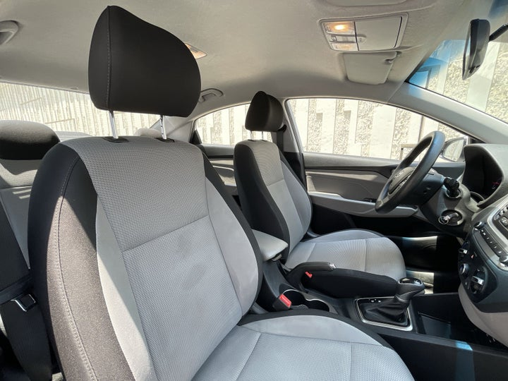 Hyundai Accent-RIGHT SIDE FRONT DOOR CABIN VIEW