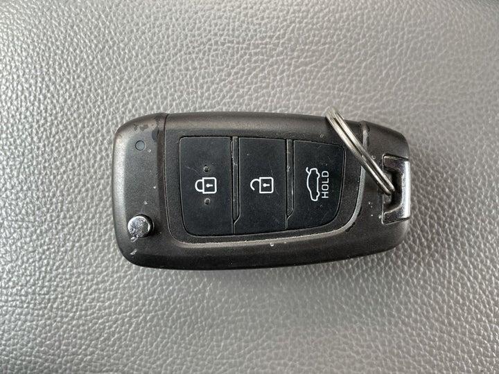 Hyundai Accent-KEY CLOSE-UP