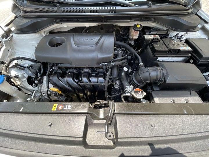 Hyundai Accent-OPEN BONNET (ENGINE) VIEW