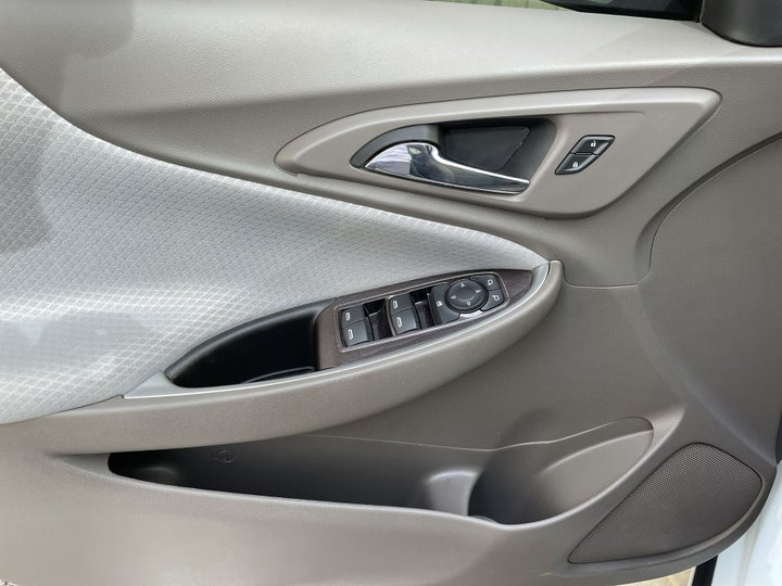 Chevrolet Malibu-DRIVER SIDE DOOR PANEL CONTROLS