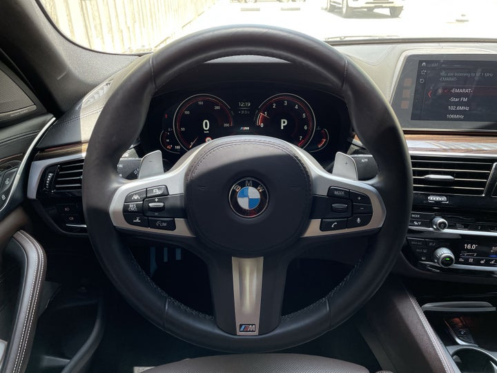 BMW 5 Series-STEERING WHEEL CLOSE-UP